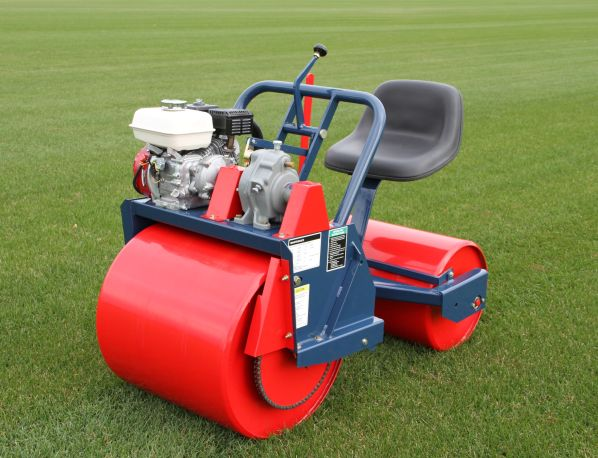Vanmac TR 224 Roller with four-stroke engine
