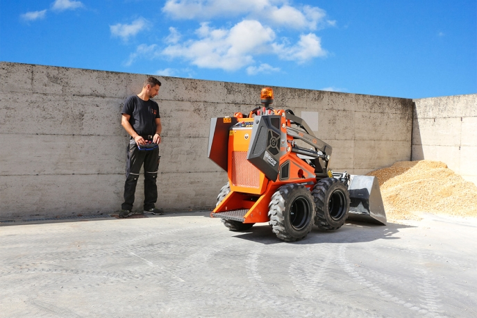 Cast Worky-Quad SSQ 15D RC Chargeur Skid steer